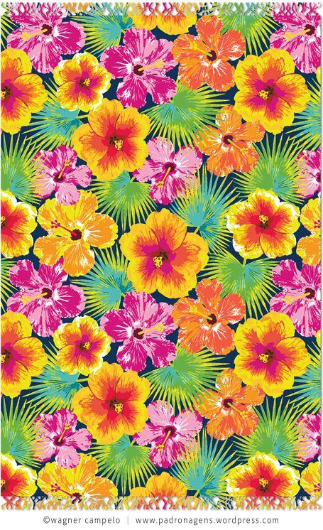 """Wagner Campelo. A estampa HIBISCOS completa a micro coleção conferindo unidade à tríade de cangas, e oferecendo uma opção mais """"neutra"""", já que se trata de uma padronagem floral."""