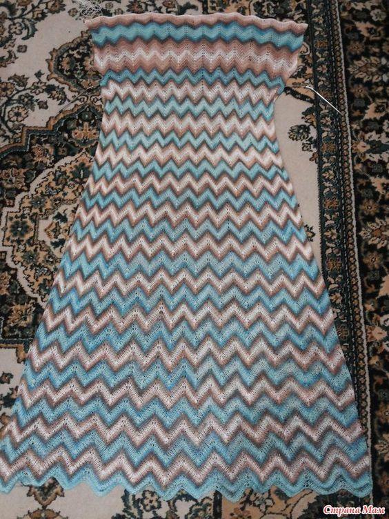 Летние платья от Миссони спицами, узором зигзаги и павлинье перо