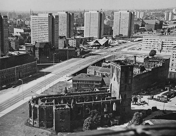 Die Fischerinsel in den 70ern,im Vordergrund Ruine der Nikolaikirche