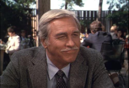 CLAYTON FARLOW (Howard Keel)  Le père de Dusty Farlow.  Un temps amoureux de Sue Ellen, c'est Ellie qu'il finit par épouser après la mort de Jock Ewing.  Il aura du mal à s'habituer à vivre au Ranch Southfork, où il n'est pas chez lui, mais chez Ellie.  Des différents l'opposent souvent à JR qui a du mal à l'accepter comme beau-père.  Au fil des années, Clayton prend sa place, mais quittera la propriété avec sa femme pour y revenir de moins en moins souvent.