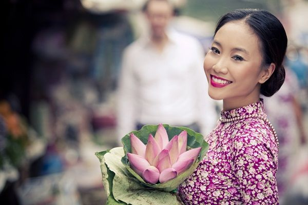 The dress and flower. Traditional Vietnamese style