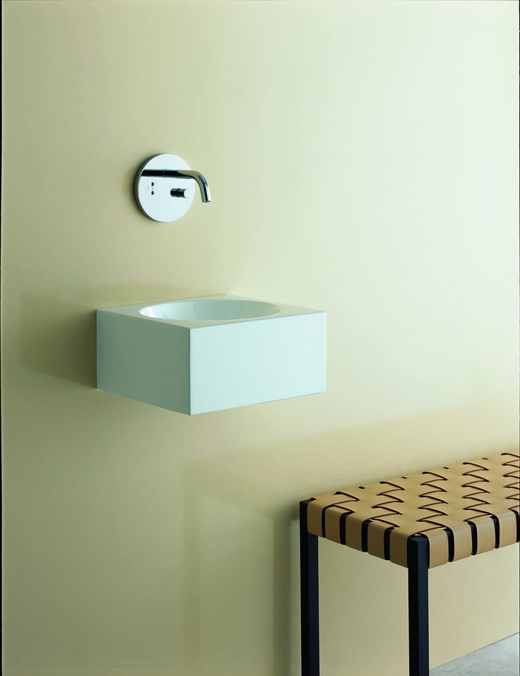 The extensive range of smallest washplaces from Alape offers aesthetic and at the same time functional solutions for challenging room situations.