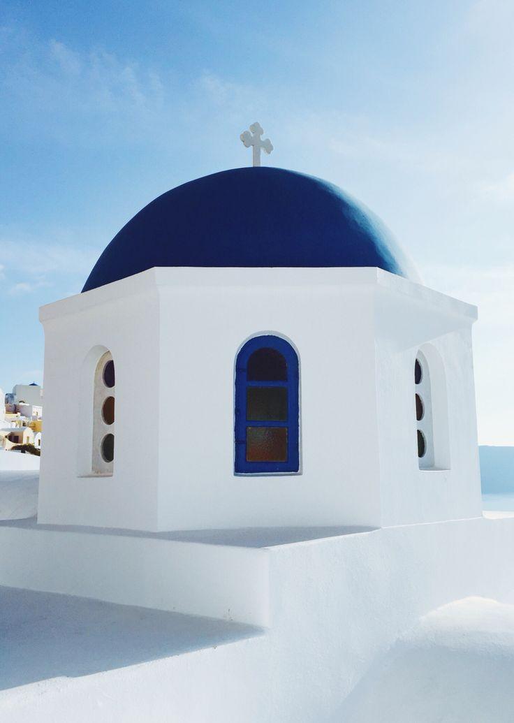 Blue and white buildings in Oía - Santorini, Greece