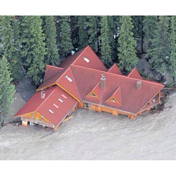 Bragg Creek Shell station. Gulp! #yycflood #abflood