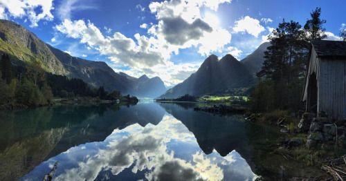 Lake Oldevatnet in Olden. Nordfjord in Sogn og Fjordane, Norway