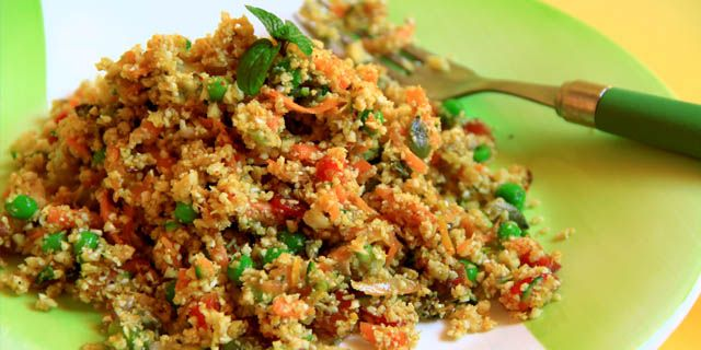Couscous crudista a base di cavolfiore e verdure.  Raw cauliflower couscous with vegetables.  #RawFood #crudismo #cauliflower