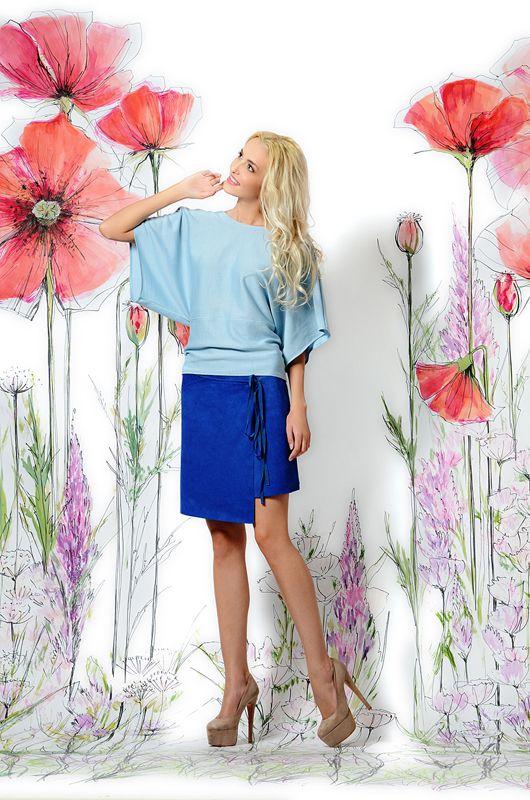 Голубая блуза свободного кроя. Превосходное сочетание стиля и качества. Очень красиво смотрится как с юбками, так и узкими брюками. Скрывает недостатки фигуры при этом подчеркивая ее достоинства.#eveninglook #fashion #выходвсвет #блуза #российскиедизайнеры #топ #голубаяблуза #весна #лето #блузка #кофта #трикотаж #голубой