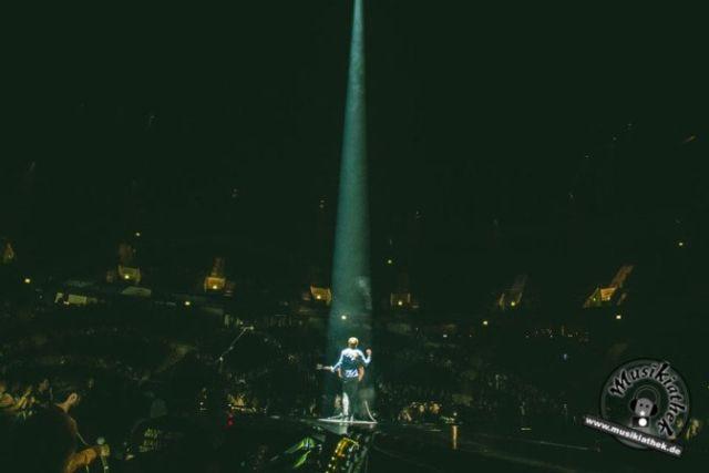 Der deutsche Singer/Songwriter Philipp Poisel 2017 live bei seinem Konzert in der König-Pilsener-Arena in Oberhausen. Er begeistert das Publikum mit seinem Auftritt. Weitere Bilder entdeckt ihr auf der Website :) Foto: David Hennen, Musikiathek