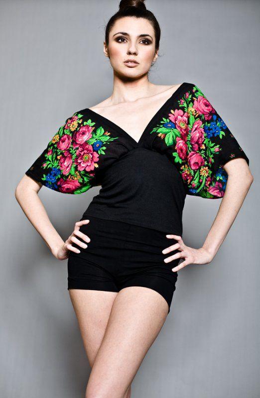 Kimonowa bluzka w kwiaty rozmiary S, M, L (proj. Kasia Miciak), do kupienia w DecoBazaar.com