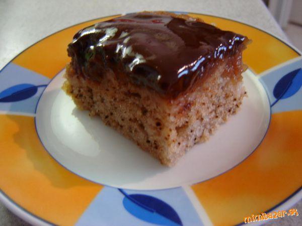 Obrátený jabĺkový hrnčekový koláč