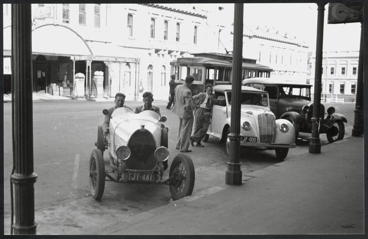a Type 37 Bugatti, outside the George Hotel in Ballarat, c. 1945-1950.