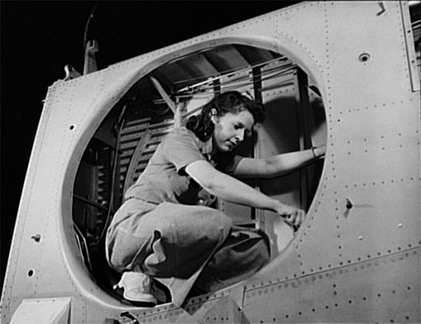 Real-life Rosie the Riveters (1943)