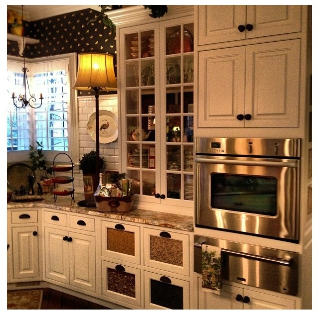 Country kitchen dream kitchen pinterest kitchens for Country kitchen wallpaper ideas