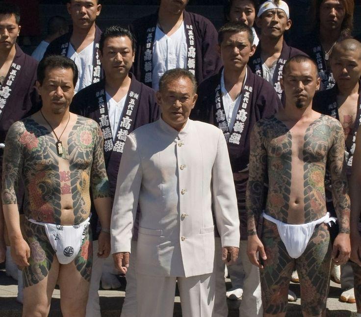 Татуировки (иредзуми) у Якудза – целый ритуал. Нанесение японских татуировок – дорогая и очень болезненная операция. Иногда, чтобы закончить татуировку требовались годы. Понятно, что в них смысл и символы, понятные только самим Якудза.