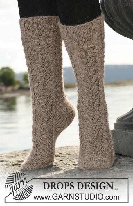 "DROPS 108-37 - DROPS sokker i 2 tråder ""Alpaca"" med fletter. - Gratis oppskrift by DROPS Design"