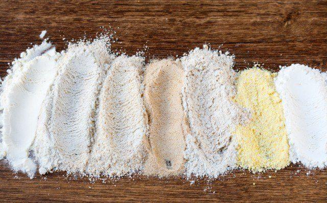 L'ingrediente più comune nella cucina nostrana è la farina di frumento: la si ritrova in numerose pietanze caratteristiche del nostro paese, come pasta, pane, pizza e dolci da forno. La farina bianca di frumento è quella che solitamente acquistiamo e che si trova nelle nostre dispense, ma è bene sapere che –a causa del processo …