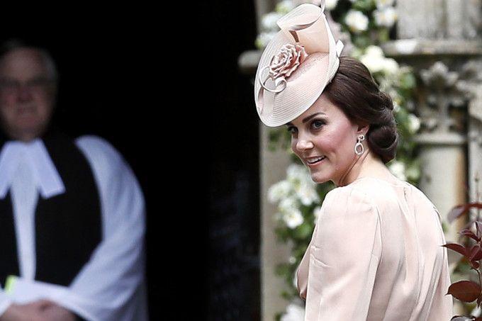 A cara brava de Kate Middleton no casamento da irmã não tem preço