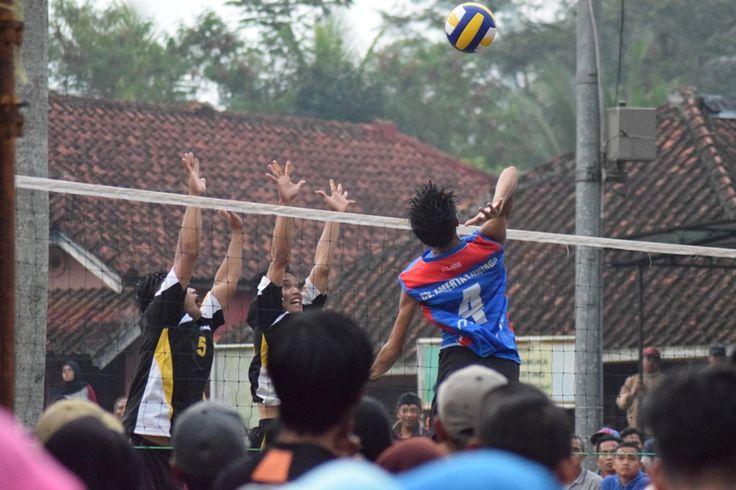 Turnamen Bola Voli Gala Desa Kecamatan Rancah, Kiara Payung Kukuhkan Diri Sebagai Pemenang - http://www.rancahpost.co.id/20160960850/turnamen-bola-voli-gala-desa-kecamatan-rancah-kiara-payung-kukuhkan-diri-sebagai-pemenang/