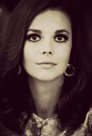 Natalie Wood's Beautifully done eye makeup.