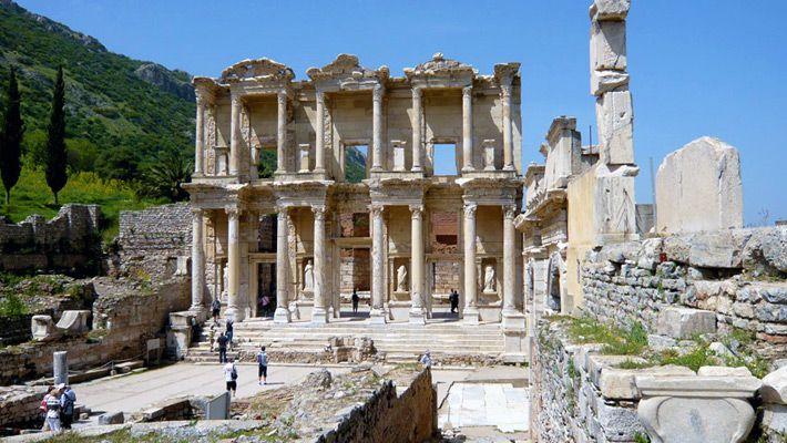 Templul lui Ephesus, Izmir, #Turcia  23 de poze cu cele mai frumoase biserici si temple din lume.  Vezi mai multe poze pe www.ghiduri-turistice.info  Sursa : www.museumofmoments.com/beautifullibraries.html