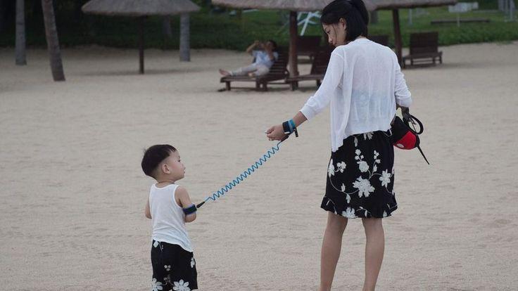 В Китае раскрыта сеть, предлагавшая узнать пол ребенка до рождения http://kleinburd.ru/news/v-kitae-raskryta-set-predlagavshaya-uznat-pol-rebenka-do-rozhdeniya/  Полиция Китая задержала 75 человек по подозрению в связях с сетью нелегальных центров, которые предлагали беременным женщинам узнать пол ребенка до рождения. Согласно данным китайской полиции, сеть нелегальных центров диагностики незаконно отправляла анализы крови беременных женщин в Гонконг для проведения лабораторных исследований…