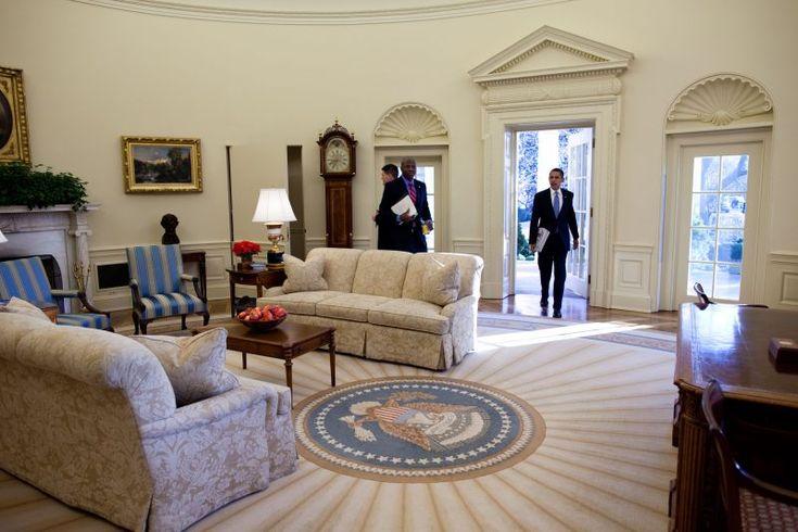 De volgende dag begint Obama zijn eerste volle dag in de Oval Office als 44e president.
