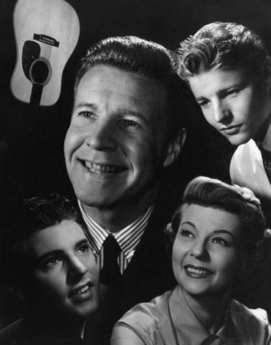 """The Adventures of Ozzie & Harriet"" Ricky Nelson, Ozzie Nelson, David Nelson, Harriet Hilliard circa 1957... Cos there all gone now they were a real family an there son Ricky Nelson the singer died in a plane crash  Legend,s ov there time"