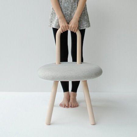 Les designers Priscilla Lu et Timo Wong du Studio Juju ont créé la Bambi Chair. Composée d'une structure en bois de hêtre habillée de tissu, cette chaise aux lignes courbes et accueillantes invite...