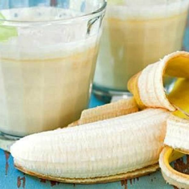 Smoothie μπανάνας με φυστικοβούτυρο και γιαούρτι