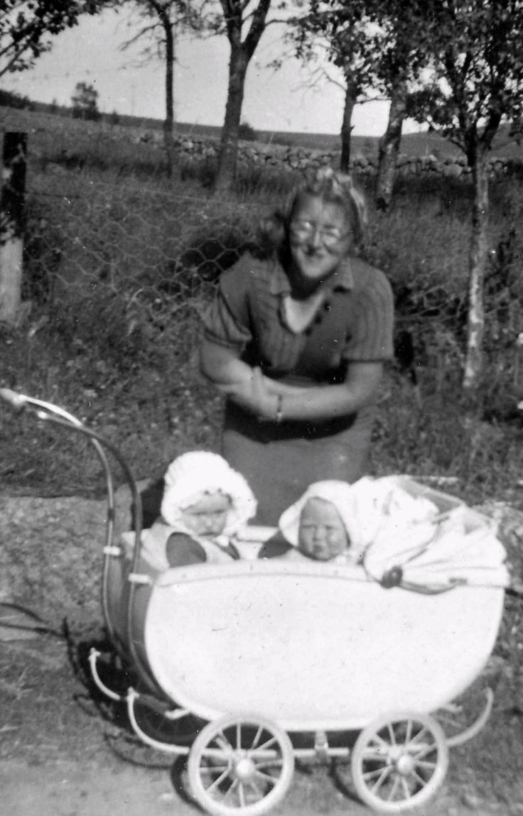 My  and my cousin an my fathers sister Gudrun Søyland.