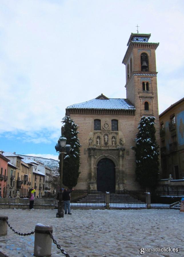 Iglesia de Santa Ana, junto Plaza Nueva
