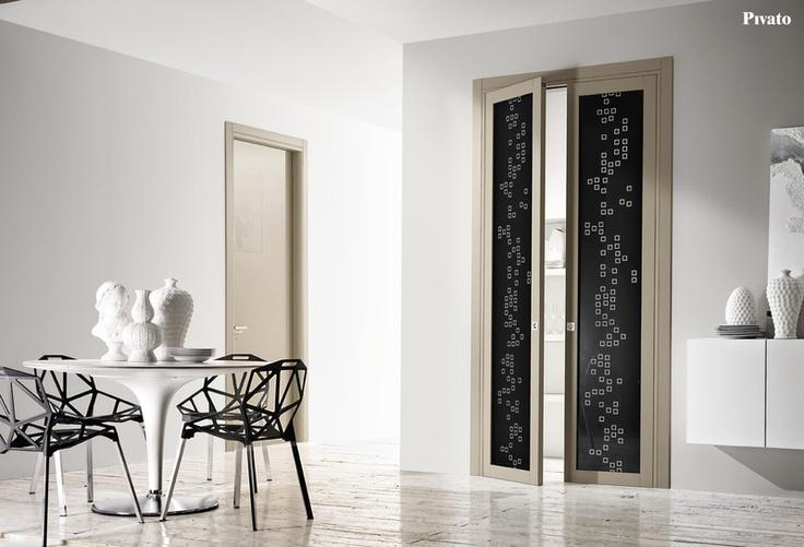 Porta interna in legno con vetri decorati