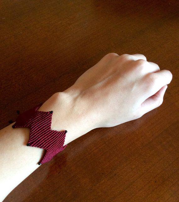 Zig zag macrame bracelet by TatiJewels on Etsy