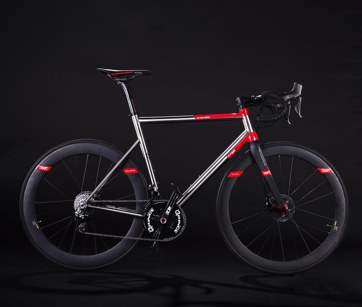 Aracnide DISC Road bike with hydraulic disc brake. Titanium asymmetrical frame. Carbon fiber components. Design Romolo Stanco Patent pending -->