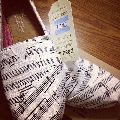 TOMS - Music Notes Women's Classics.
