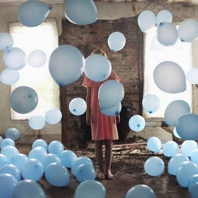 blue balloons are ideal for christening and communion parties