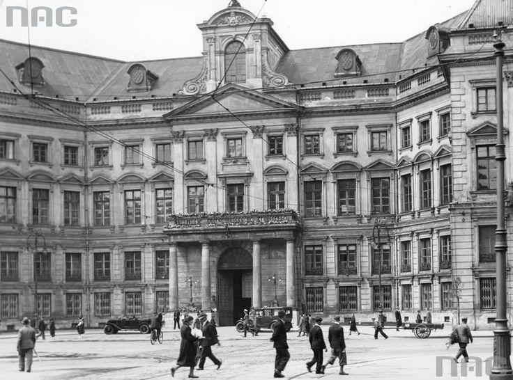 Ratusz przy Placu Teatralnym w Warszawie 1932 r. https://www.facebook.com/47