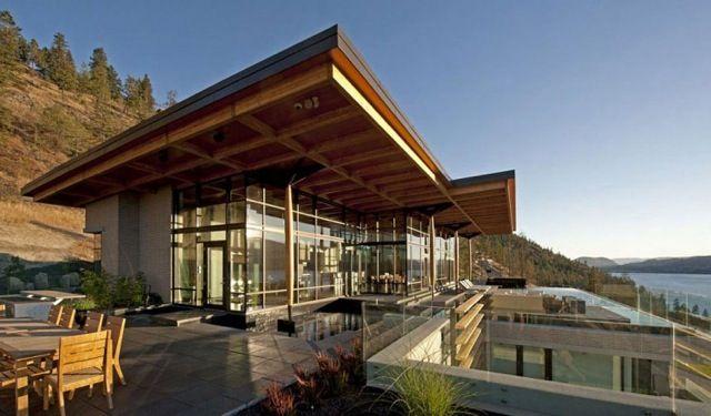 Designed by Vancouver-based studio David Tyrell Architecture, near Kelowna, British Columbia. Imagine all the light! #CDNGetaway