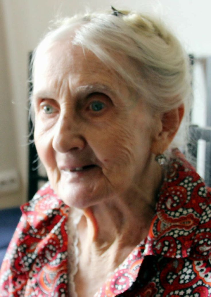 ISTORIOARE BUCURESTENE: Mătuși fabuloase. Tante Valerienne. Două fotografi...