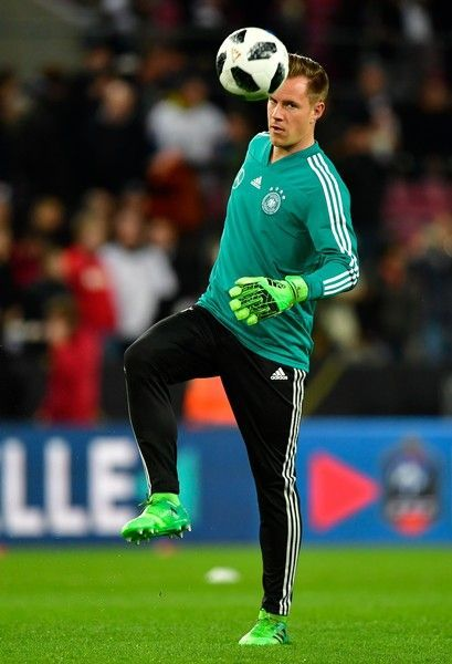 Germany's goalkeeper Marc-Andre ter Stegen warms up with the ball during the international friendly football match Germany against France in Cologne on November 14, 2017. / AFP PHOTO / John MACDOUGALL #futbolsoccer