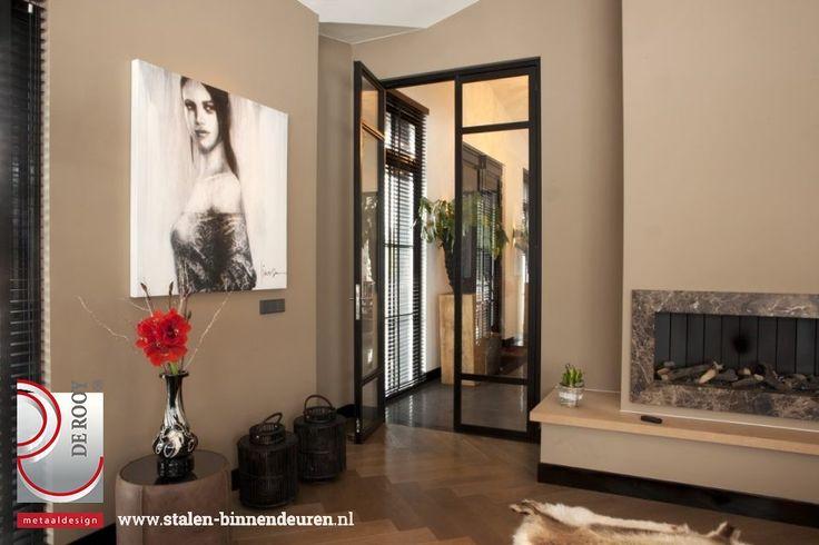 Voor een klant in Aalsmeer mochten we hun villa verfraaien met vier sets exclusieve stalen deuren. De dubbele deuren hebben een bijzondere vakverdeling wat het geheel een exclusieve aanblik geeft.