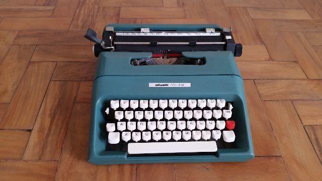 Maquina de escrever novinha - oliveti - funciona tudo - com