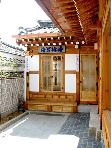 KOREA.NET - Official page of the Republic of Korea님이 촬영한 Courtyard and wall of Hyeonujae .