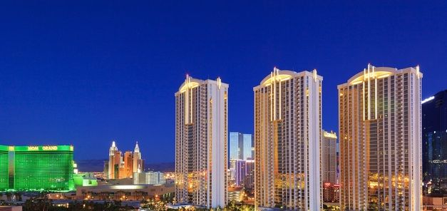 The #Signature at #MGM Grand Las #Vegas, NV – Signature Suite only $95/night for up to 4 Guests – SAVE UP TO 70%!