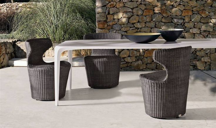 Chaises: MINI PAPILIO – Collection: B&B Italia Outdoor – Design: Naoto Fukasawa