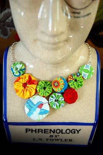 Making a yo-yo necklace. Another great way to use up cute fabric scraps