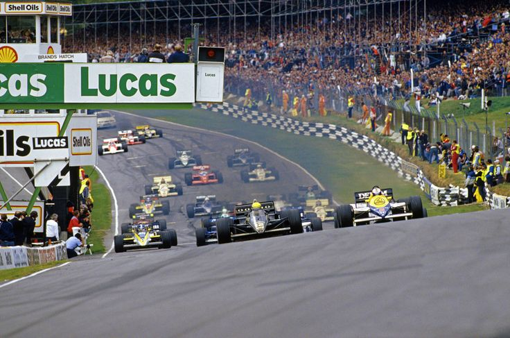 1985 Brands Hatch European GP Nigel Mansell, Williams FW10-Honda, attacks pole sitter Ayrton Senna, Lotus 97T-Renault, at the start of the race.