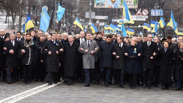 """СМИ о Порошенко: без поддержки Запада """"шоколадный король"""" растает"""