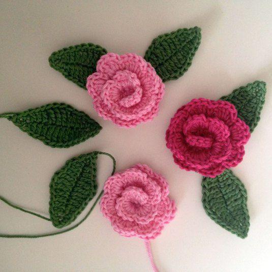 Virkade-rosor-o-blad-Made-by-BautaWitch