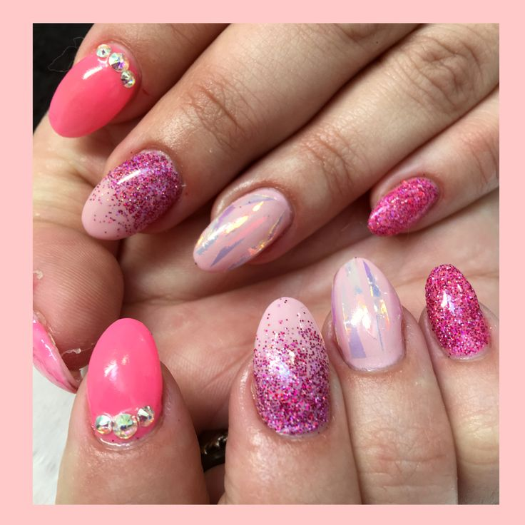 CJP sculptured acrylic nails with IBD Just gel varnish, Lecente glitter, angel paper & Swarovski crystals giving the most girly sparkly nails 😍 #nails #cjpacrylic #sculpturednails #acrylics #nailart #angelpaper #glitternails #glitter #roundednails #pinknails #girly #sparkly #ibdjustgelvarnish #lecente